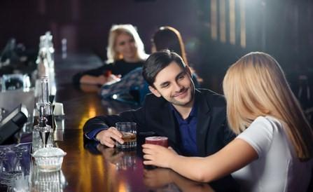 homme dépendant à l'alcool