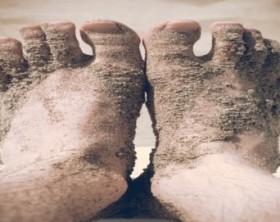 Mon mec pue des pieds